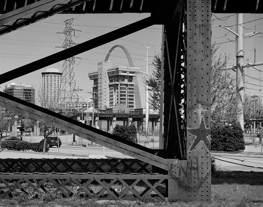 http://www.richardsprengeler.com/the-arch-and-downtown-through-the-macarthur-bridge-trellis/
