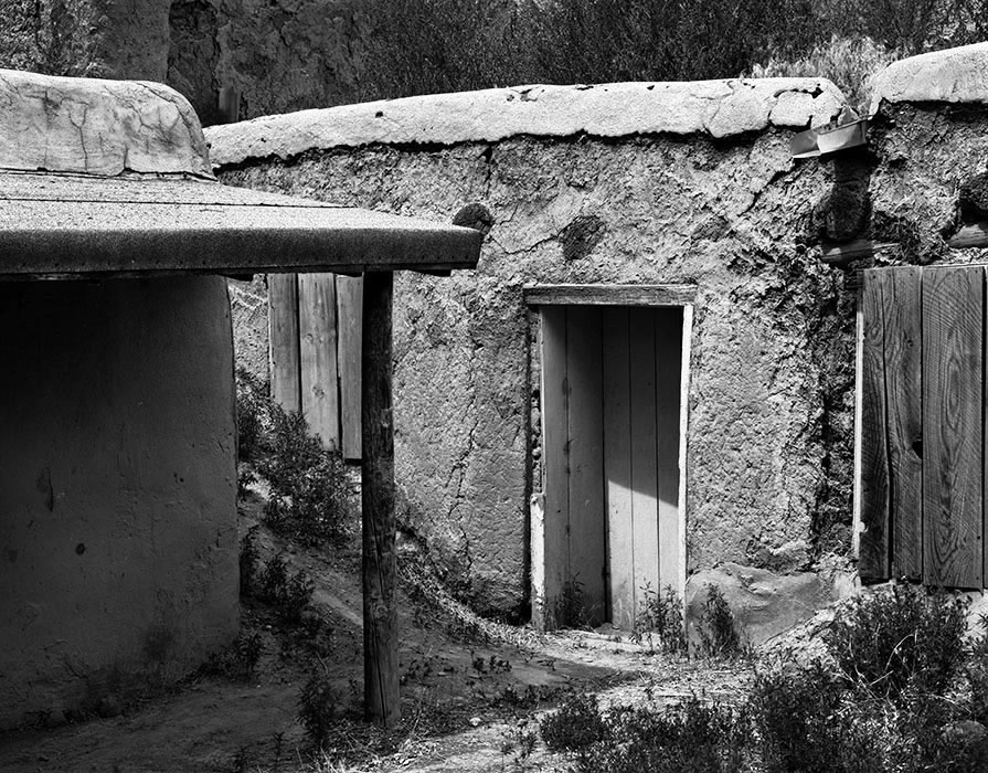 /product//abandoned-adobe-dwelling-ranchos-de-taos-new-mexico-1984/
