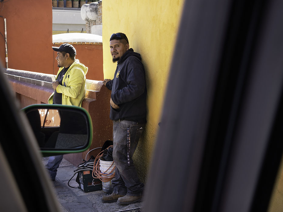 /product//construction-workmen-san-miguel-de-allende-mexico-2019/