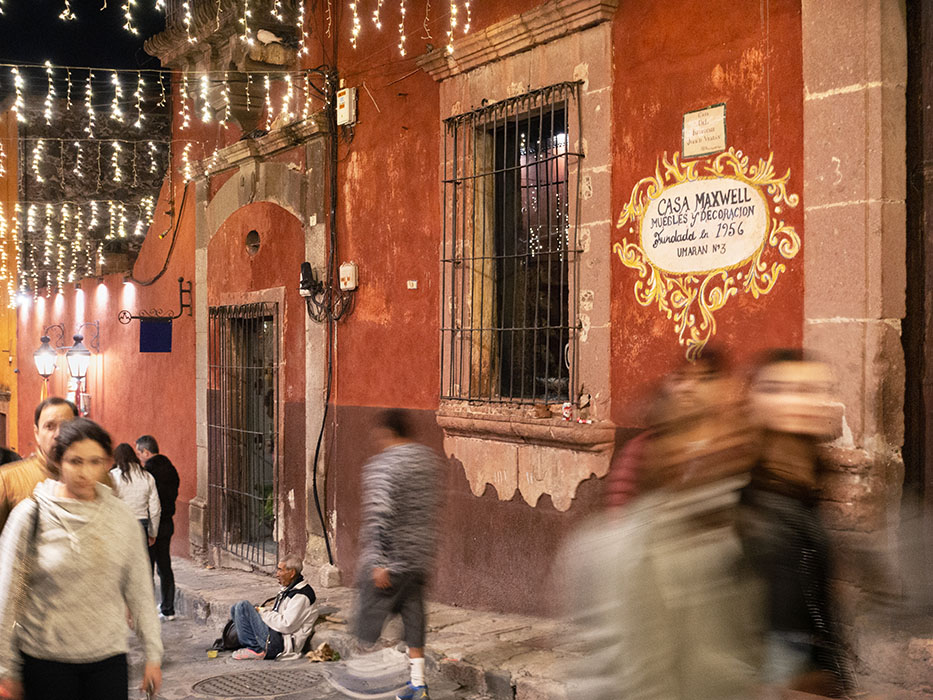 /product//street-scene-with-begger-night-san-miguel-de-allende-2019/