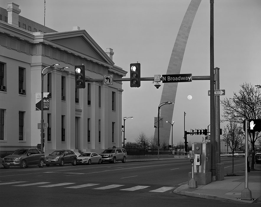 /product//moonrise-the-arch-and-the-old-courthouse-2018/