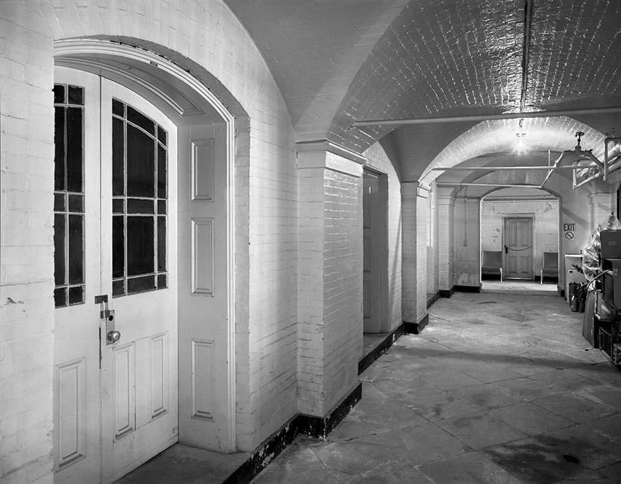 /product//basement-the-old-courthouse-1995/