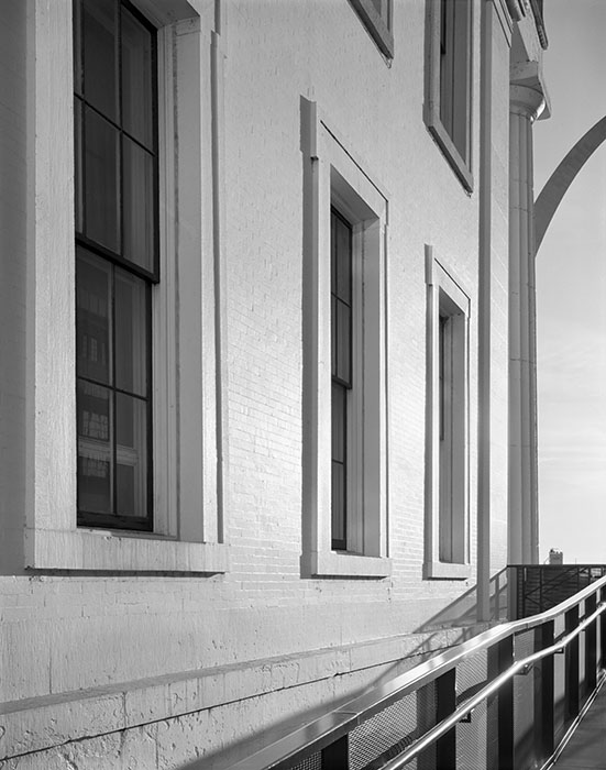 /product//the-old-courthouse-and-the-arch-sunrise-2020/