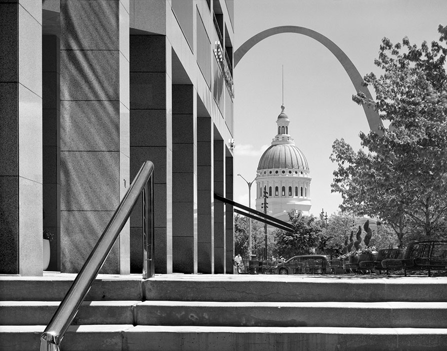 /product//old-courthouse-and-the-arch-from-peabody-plaza-2020/