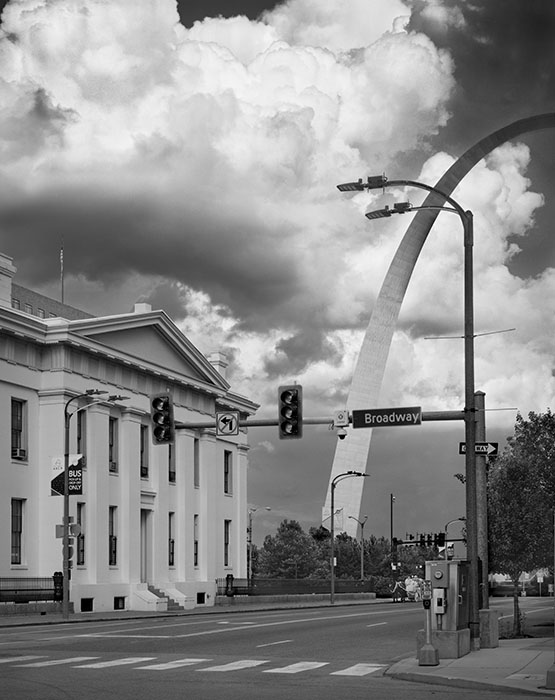 /product//arch-and-the-old-courthouse-thunderstorm-2020/