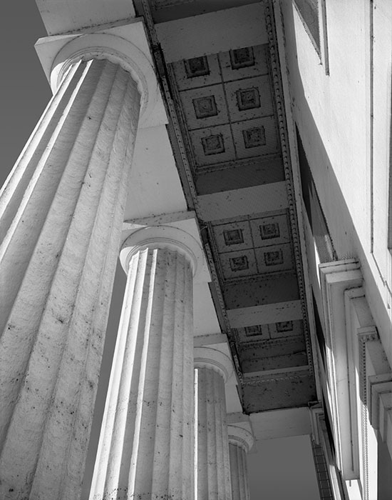 /product//pillars-of-the-old-courthouse-early-morning-2020/