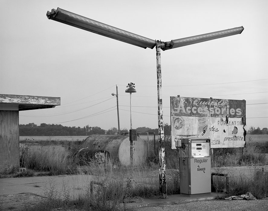 /product//abandonded-service-station-near-cahokia-mounds-state-park-collinsville-illinois-1991/