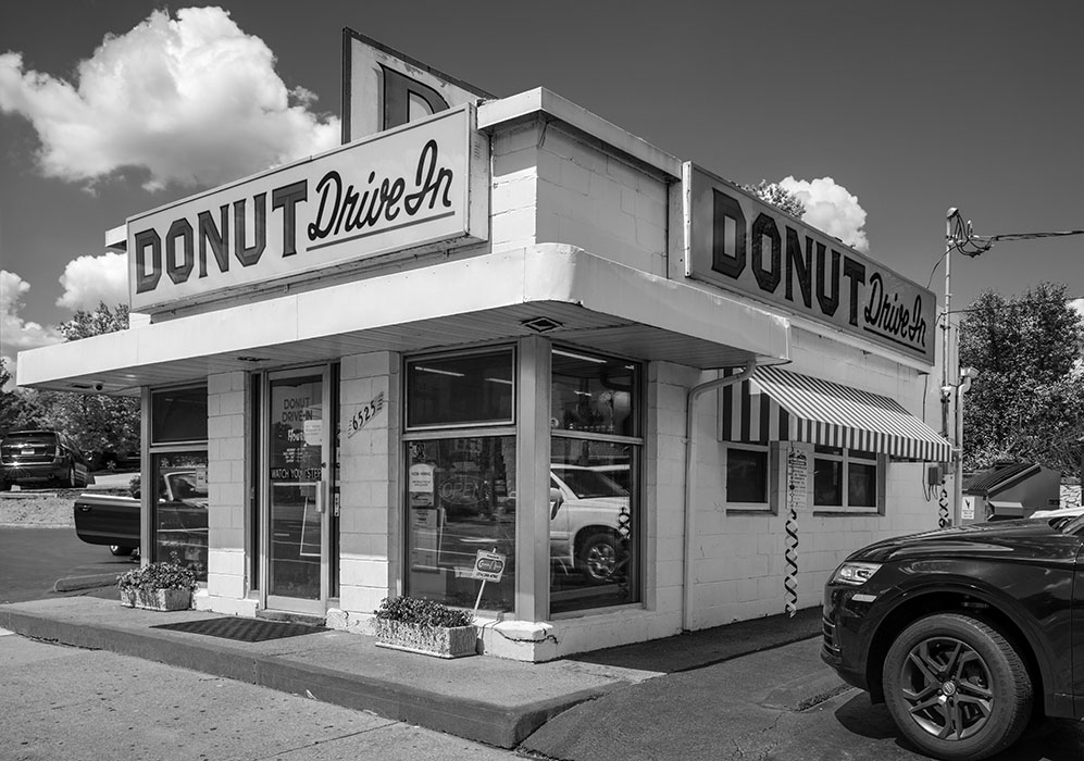 /product//donut-drive-in-chippewa-street-2021/